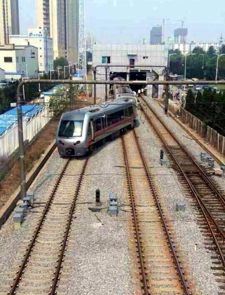 大连轻轨3号线保税区段发生脱轨事故